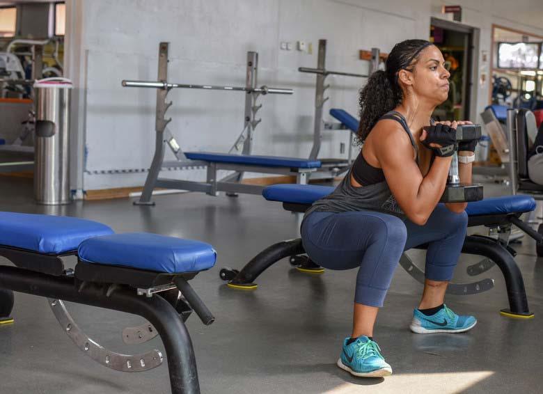 ejercicios-para-adelgazar-muslos-sentadillas