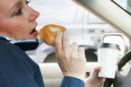 Comer en el carro