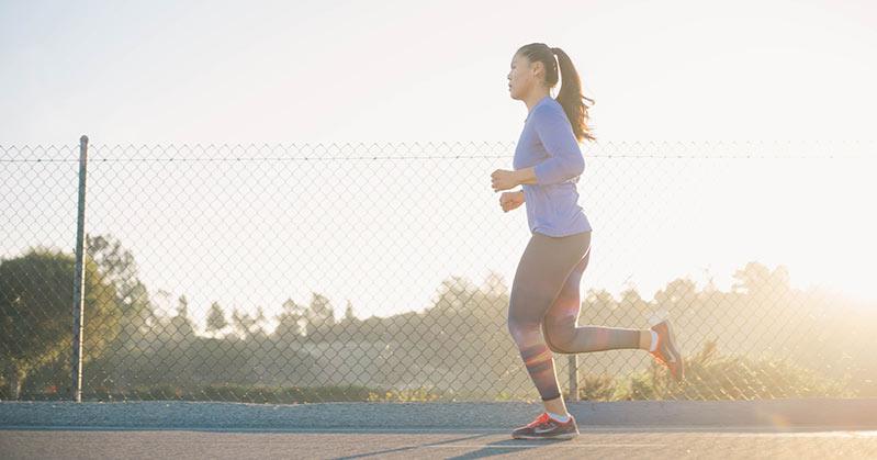 ejercicios-para-quemar-calorias-mujer-corriendo