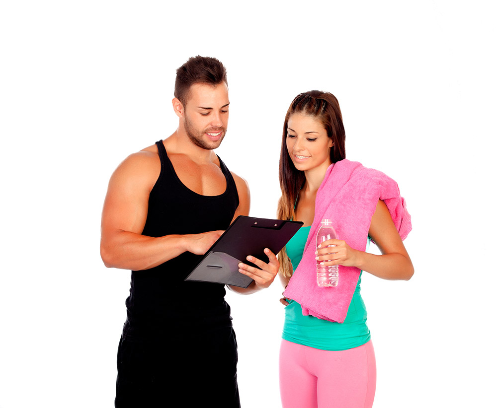 Chica preparando un plan fitness y nutricional con el entrendor