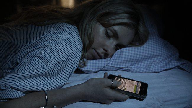 utilizar el móvil antes de dormir