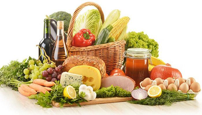 Cesta de alimentos saludables