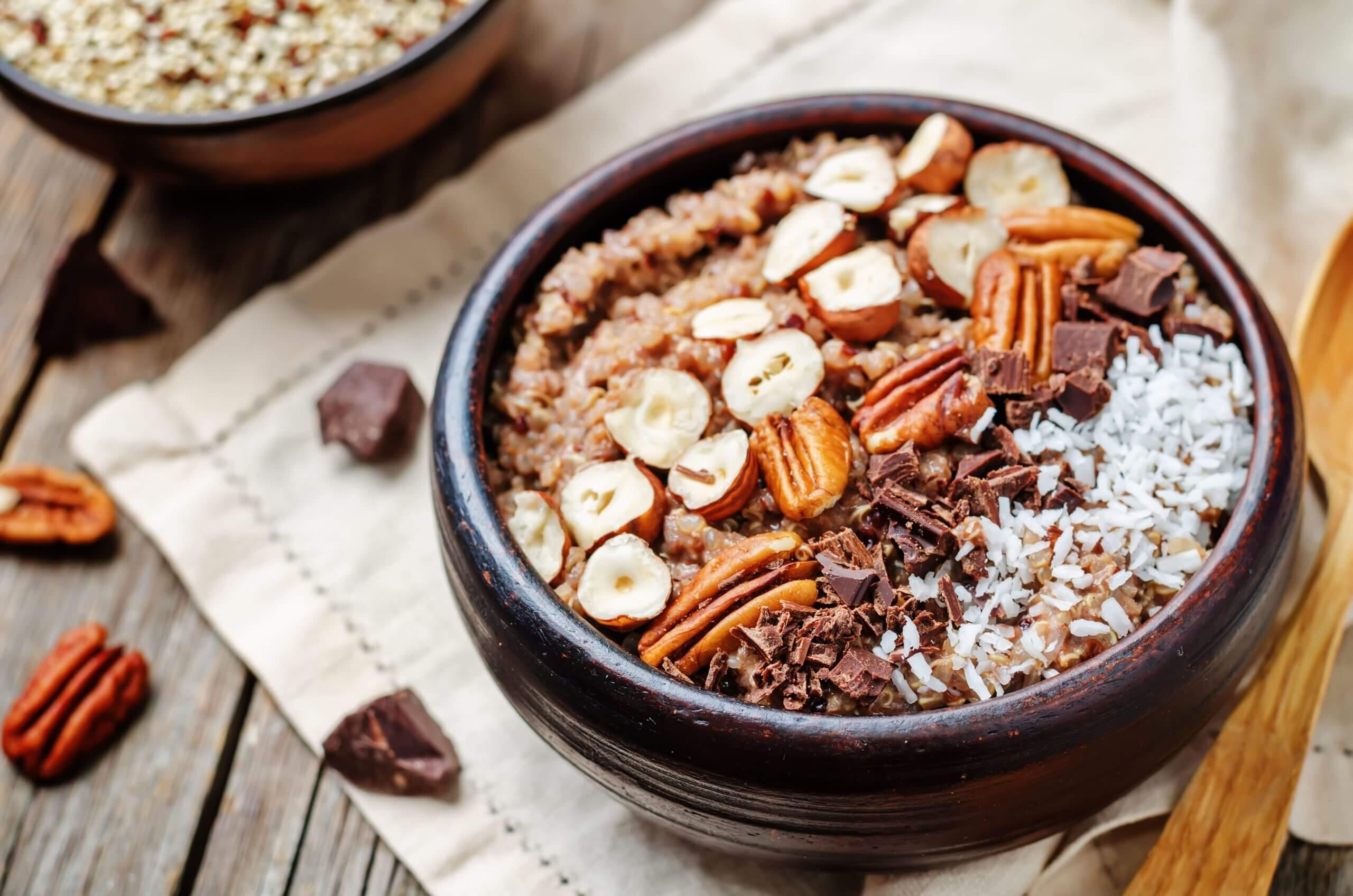 Bol de quinoa y chocolate scaled