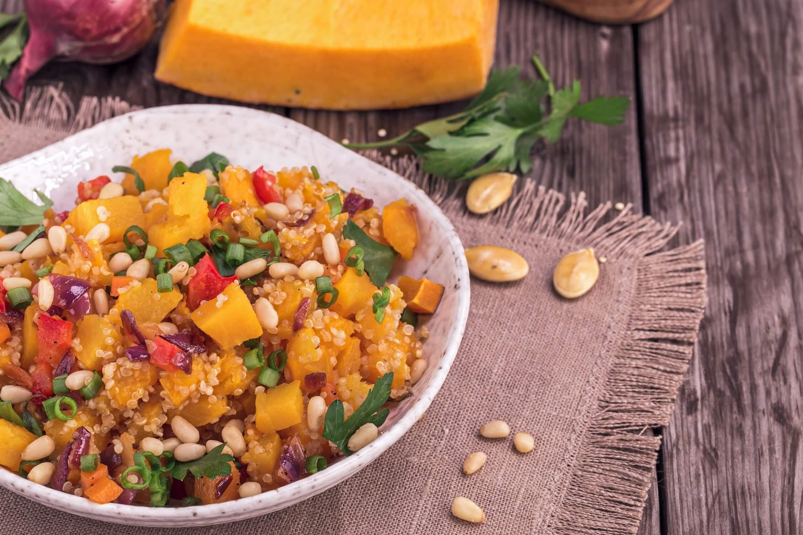 Ensalada de quinoa y fruta scaled