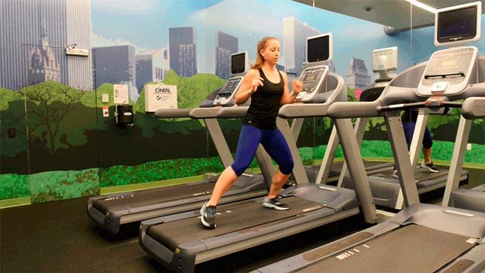 chica-cinta de correr-ejercicio