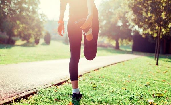 Chica fitness consiguiendo sus metas