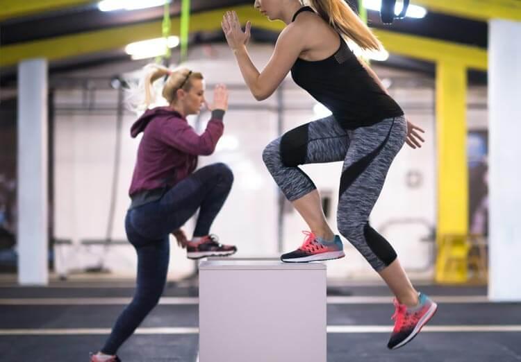 entrenamiento-cardio-hiit-mujeres-caja-crossfit