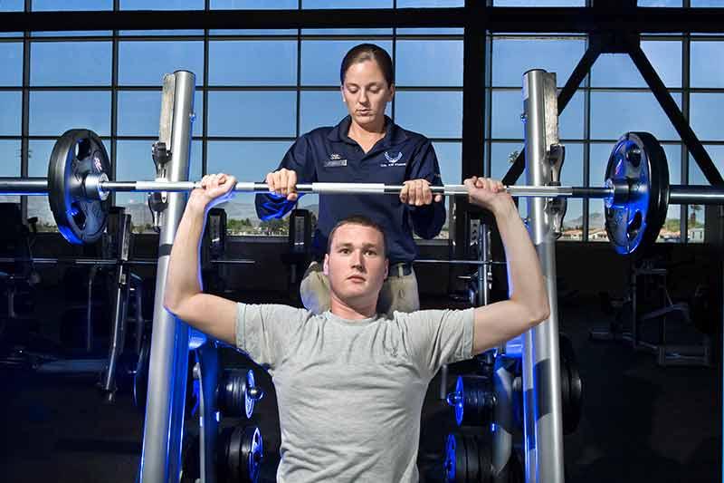 ejercicios-para-ganar-masa-muscular-front-press