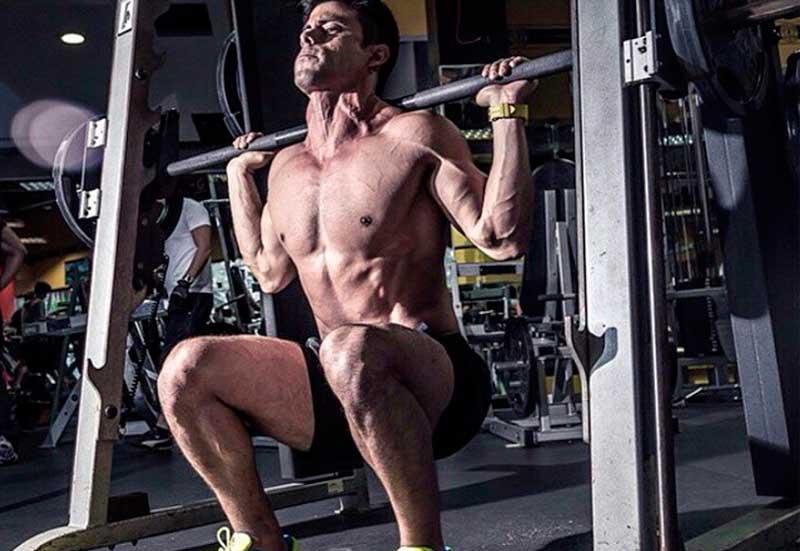 ejercicios-para-ganar-masa-muscular-squats