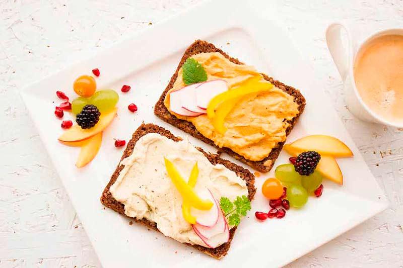 desayunar-antes-despues-hacer-ejercicio-desayuno-tostadas