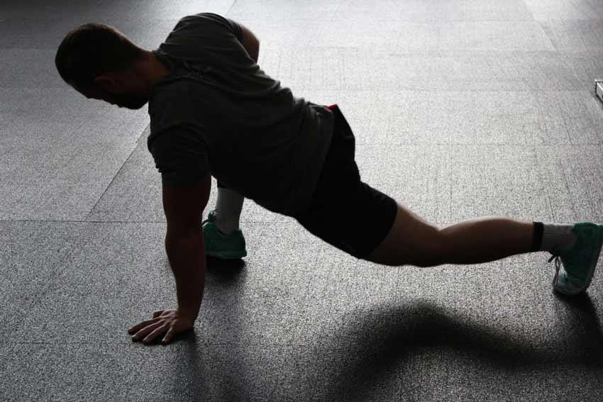 vuelta-al-gimnasio-despues-de-un-ano-estiramientos