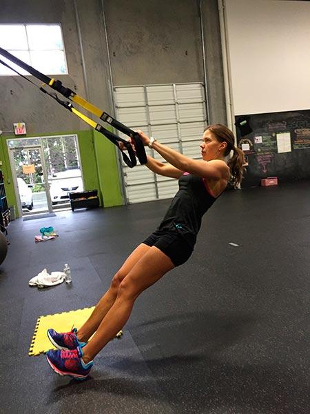entrenamiento-en-suspension-mujer-trx