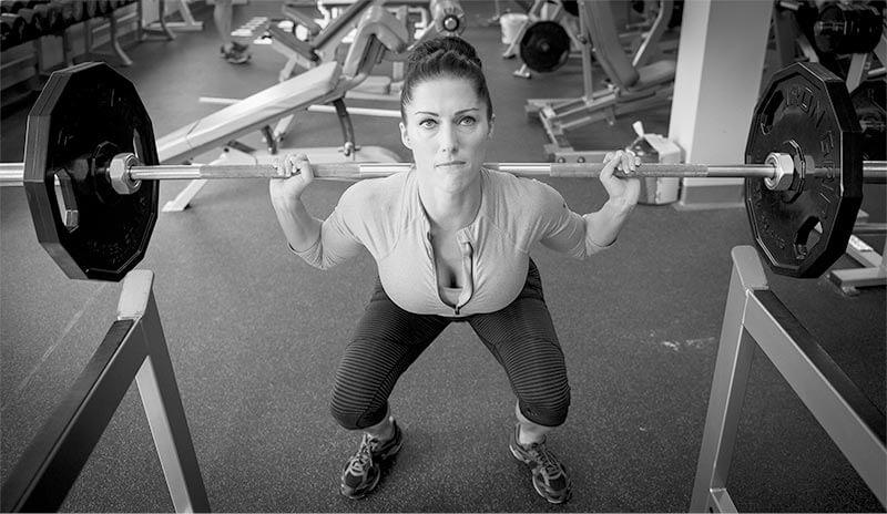maniobra-de-valsalva-mujer-levantando-peso