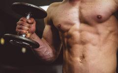 16-ejercicios-con-mancuernas-en-casa-brazo