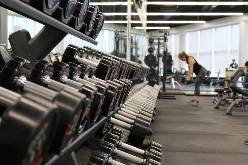16-ejercicios-con-mancuernas-en-casa-mancuernas