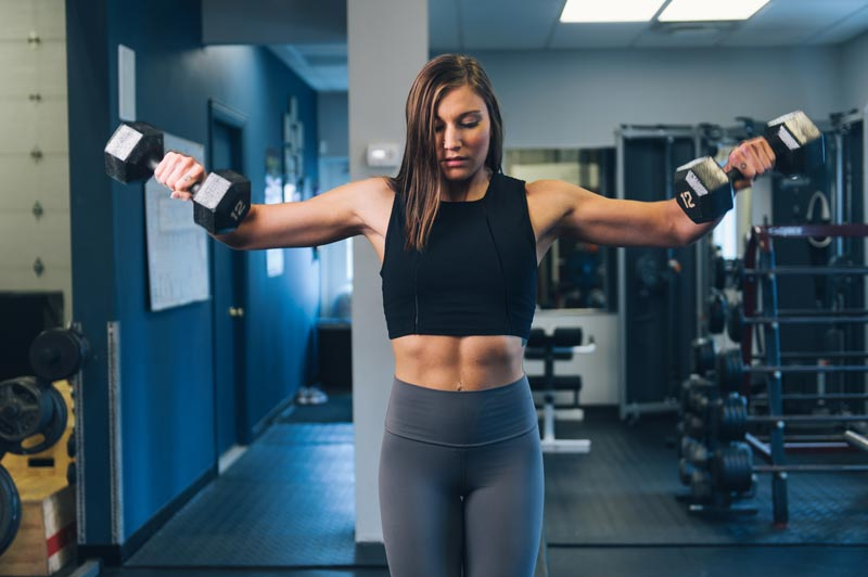mejores-ejercicios-para-hombros-mancuernas