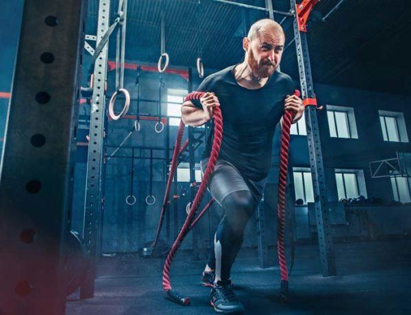 montar un box de crossfit hombre ejercicio cuerda