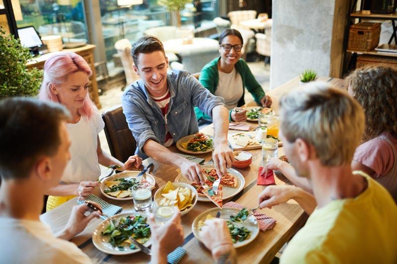 recetas-fit-Navidad-comida-con amigos