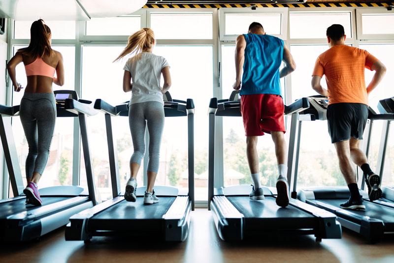 hiit-en-cinta-grupo-corriendo-gimnasio